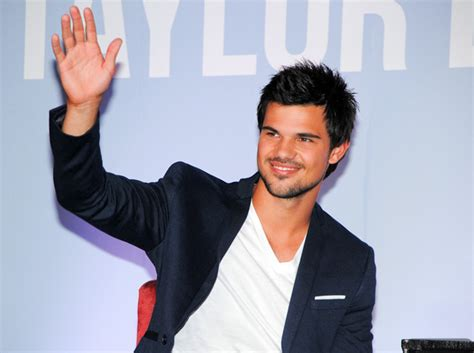 taylor lautner bench press taylor lautner in manila cosmo ph