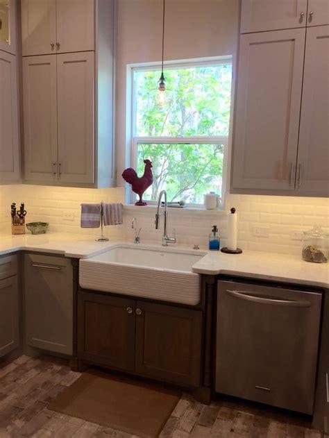 My New Kitchen: Countertops: Quartz Viatera color Minuet