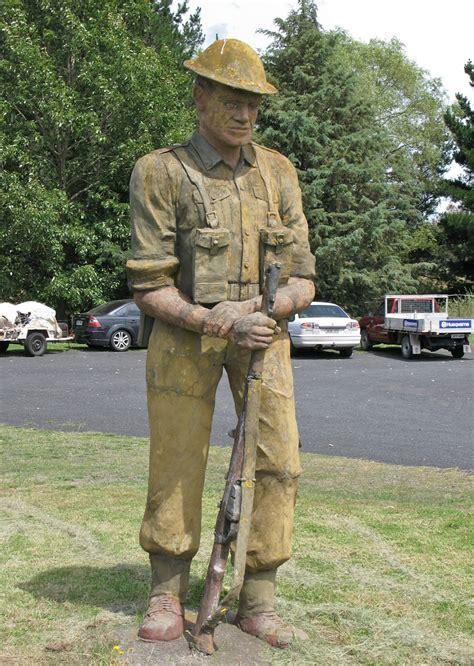 file the big soldier uralla jpg wikipedia