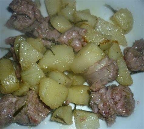 cucinare salsiccia e patate in padella salsiccia e patate in padella col cuore in cucina