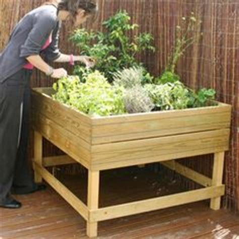 Wooden Vegetable Planters On Legs by Raised Gardens Garden Beds And Raised Garden Beds On