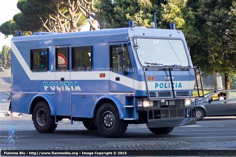 carabinieri porta genova veicoli per ordine pubblico