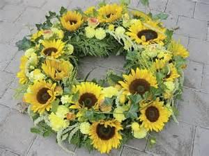 sonnenblumen dekoration die besten 25 kranz beerdigung ideen auf