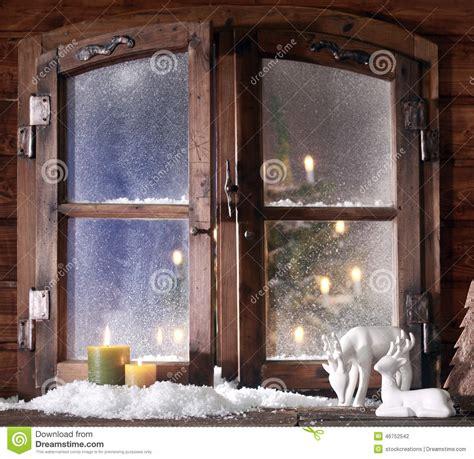 weihnachtsdeko für fenster nähen schnee ren und brennende kerzen an der fenster scheibe