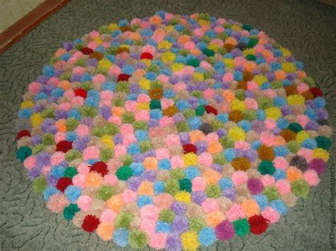 filzkugel teppich selber machen teppich aus pompons selber machen dekoking