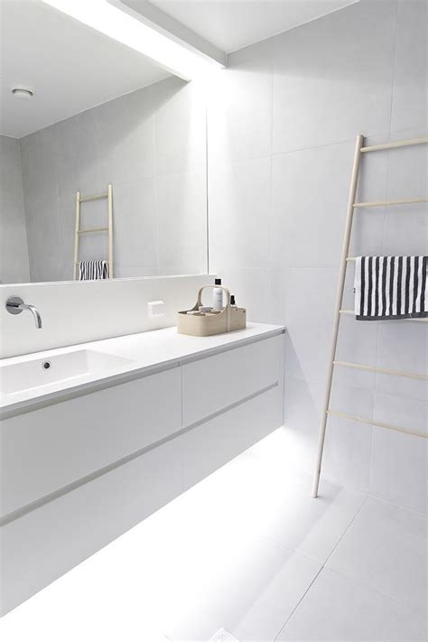 modern white bathroom best 25 modern bathroom lighting ideas on