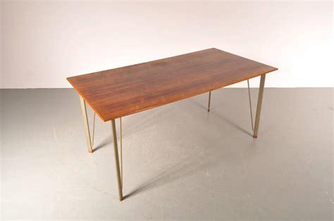 L 7706 By Pg Babyshop dining table by arne jacobsen for fritz hansen denmark