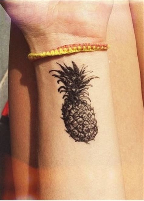 pineapple tattoologist