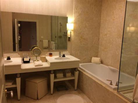 wynn bathroom deluxe resort king 14th floor bathroom picture of wynn