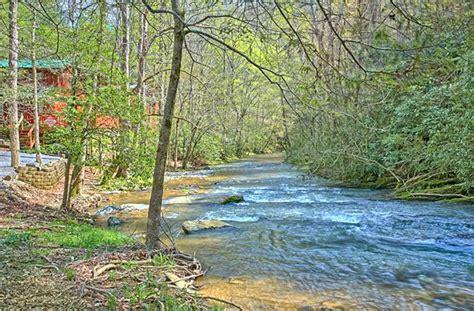 where to find gatlinburg riverside cabins