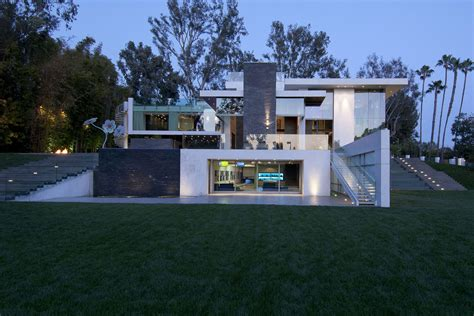 eco friendly modernist luxury mansion  beverly hills