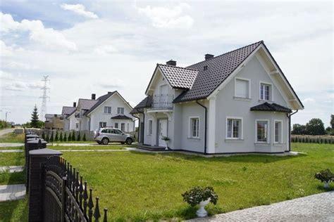 Dachuntersicht Streichen Welche Farbe by Elewacje Zuzzy Grafitowy Dach Białe Okna Elewacja