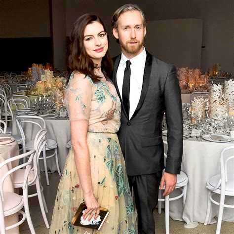 anne hathaway and husband adam shulman step e online anne hathaway opens up about marriage i need my husband