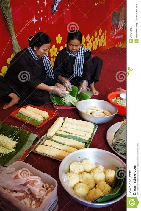 new year rice dishes with traditional dress banhtet