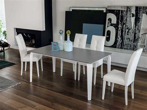 soggiorno con tavolo tavolo moderno allungabile arredo soggiorno