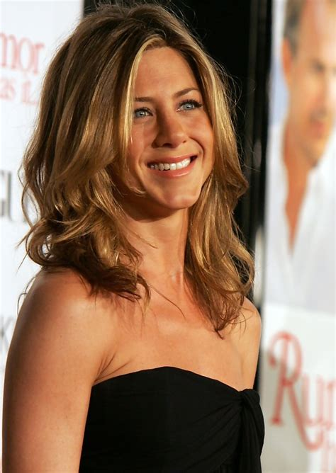 hollywood actresses medium lenght hairstyles jennifer aniston medium wavy cut medium wavy cut