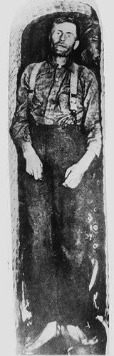 elmer mccurdy mummified body of elmer mccurdy outlaw in coffin 1911 flickr photo sharing