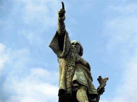 christopher columbus boat barcelona christopher columbus monument in barcelona spain