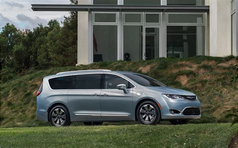 chrysler car 2016 chrysler pacifica minivan 2016 wallpapers hd high quality
