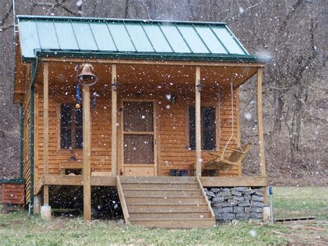 Solar Panels For Cabin by Solar Powered Cabin So Awesome Teeny Tiny Houses