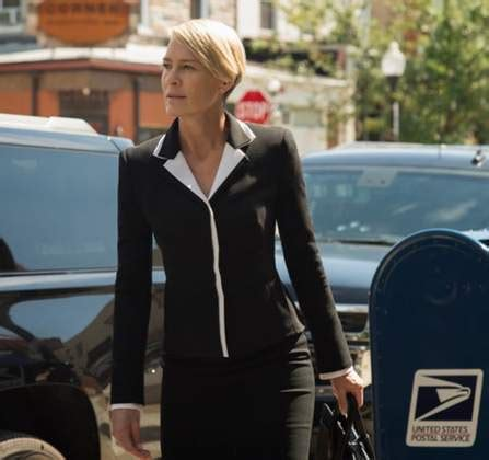 question about robin wright house of card watchers may robin wright s neck shouldn t be a google search it s