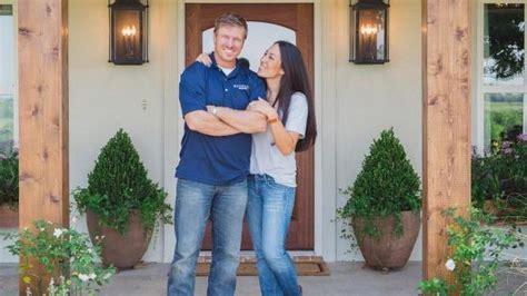 chip and joanna chip and joanna gaines worm out of an ugly situation