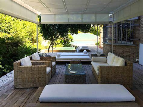 con il giardino villa con giardino e piscina sul litorale ligure