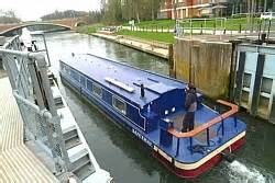river thames boat hire hton court the river thames guide thames boat hire calmer