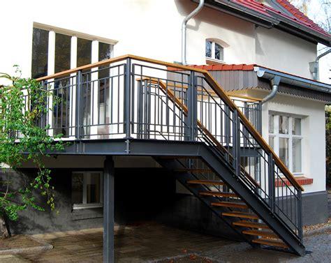 terrasse mit treppe terrasse kw stahlblau
