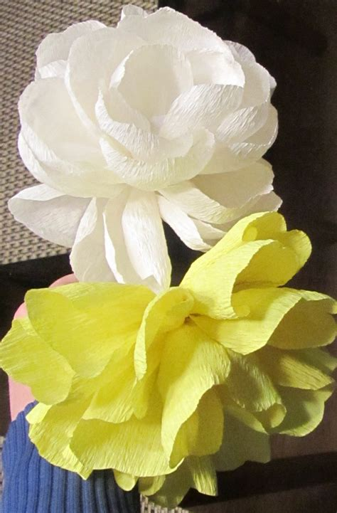 How To Make Realistic Paper Flowers - how to make crepe paper flowers the real tutorial
