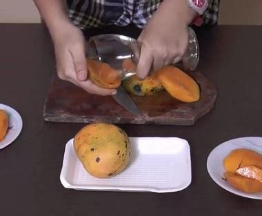 cara membuat manisan mangga yang praktis cara cepat dan praktis mengupas mangga tanpa menggunakan pisau