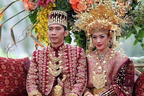 Baju Adat Jaman Dulu 7 busana pengantin daerah nusantara kenali dulu siapa tahu jodohmu dari sana