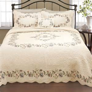 Quilted Bedspread Sets 1000 Images About Quilts And Bed Linen On