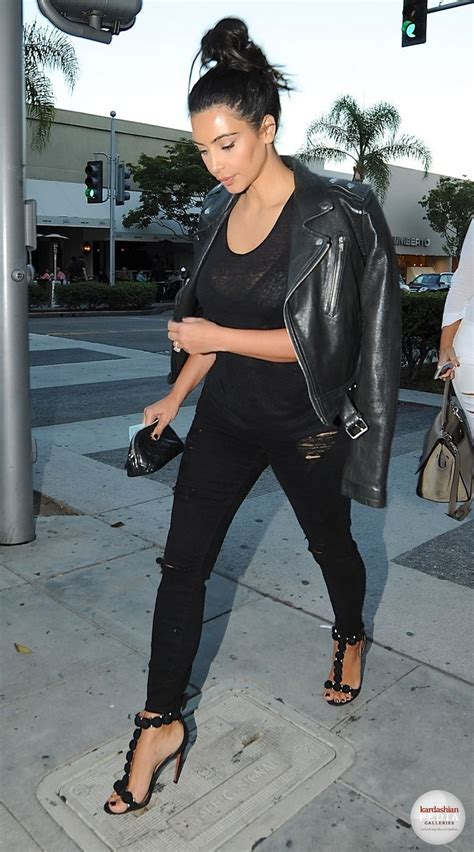 25 all black fall outfits that are anything but basic 25 celebrities all black outfits styles for fall to copy