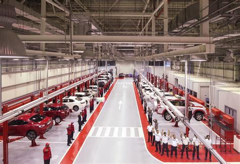 Toyota Repair Shop Al Futtaim Motors Launches New Toyota Service Center In