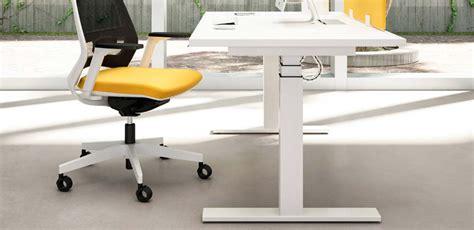 altezza scrivania ufficio mobili ufficio scrivanie scrivanie regolabili in