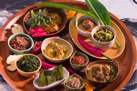 delicious  popular foods  eat  bali facts