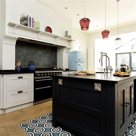 country kitchen with range cooker housetohome co uk open plan kitchen with black island and range cooker
