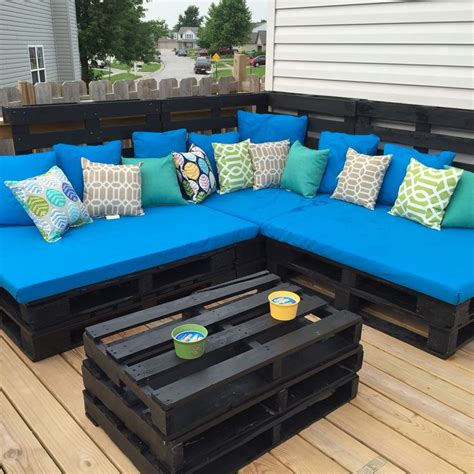 pallet outdoor couch 25 best ideas about pallet couch outdoor on pinterest