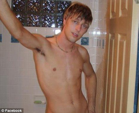 naked bathtub pictures tv weatherman brett cummins resigns after being found