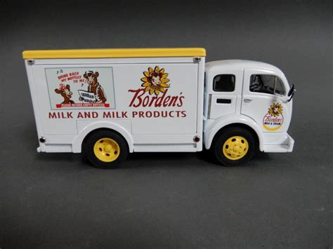 comfort c truck cer lot of 2 franklin mint borden s milk trucks with