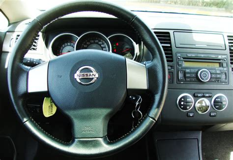 nissan tiida interior 2009 test drive nissan tiida 16 valvulas