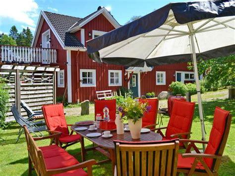veranda vor dem haus ferienhaus quot haus liarna quot sm 229 land firma schwedenhaus