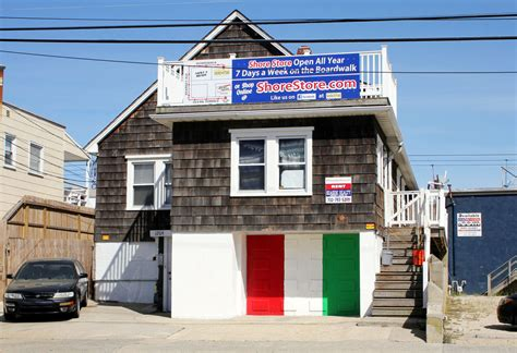 jersey shore house address images of the fan caused vandalism of quot jersey shore quot house zimbio