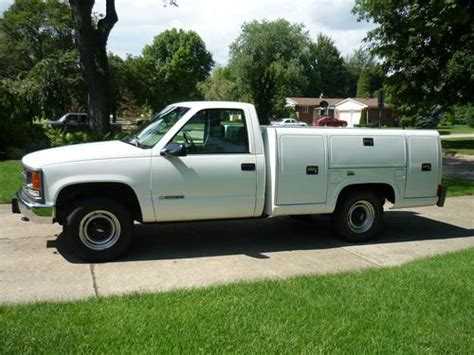 used chevy truck beds purchase used chevy 3500 service utility bed reading areotech body chevrolet gm truck