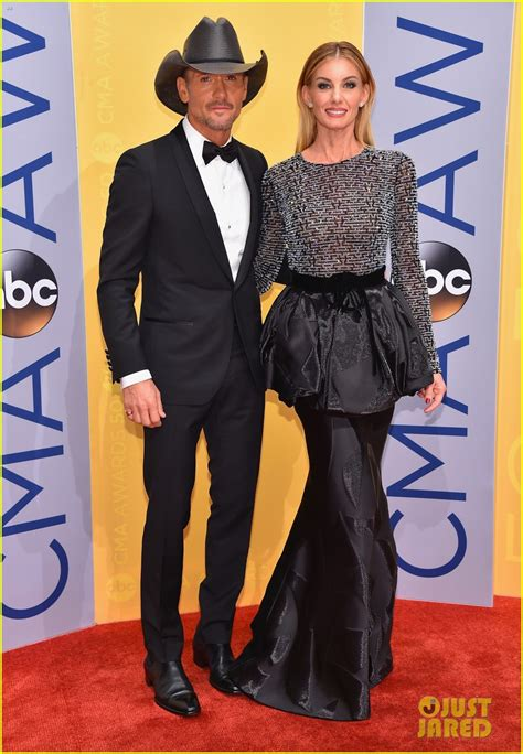 Faith Hill Getting Owned At The Cmas by Faith Hill Tim Mcgraw Are A Picture At