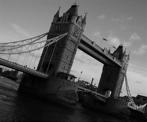 imagenes de londres a blanco y negro foto de tower bridge en blanco y negro imagen de tower
