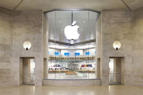 paris apple store paris apple store robbed at gunpoint on new year s eve