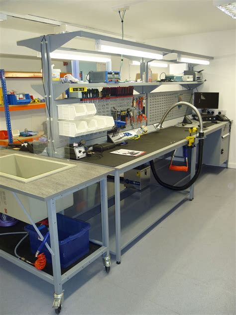 esd work benches bespoke esd workbenches supplied by avanta