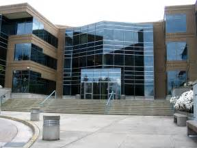 file microsoft building 17 front door jpg wikimedia commons